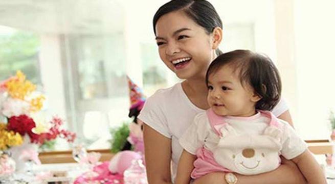 Phạm Quỳnh Anh rạng rỡ mừng sinh nhật con gái