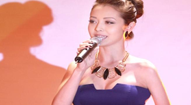 Jennifer Phạm sexy ngày trở lại