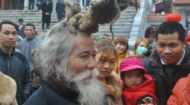 'Dị nhân' tóc búi rồng bất ngờ xuất hiện ở hội Lim