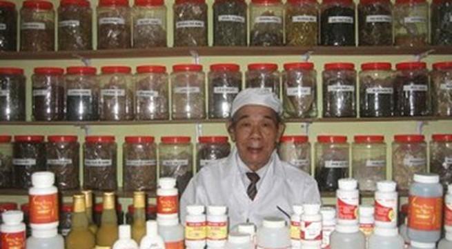 Chuyên gia Đái Duy Ban ở DAIBIO phát hiện & nuôi Đông Trùng Hạ Thảo đầu tiên ở Việt Nam