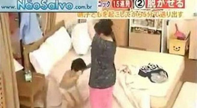 Xem cách mẹ Nhật chuẩn bị đi học cho con nhanh gọn trong 4 phút