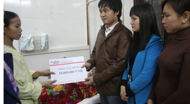 Vòng tay nhân ái hỗ trợ khẩn cấp 10 triệu tới bé viêm não thoi thóp qua ngày