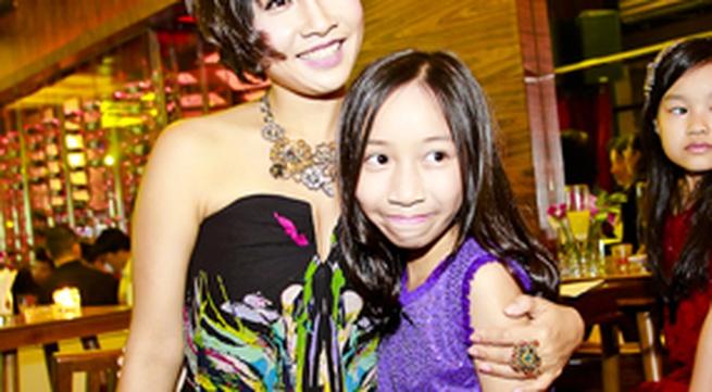 Mỹ Linh lại  đưa con gái út lên sân khấu