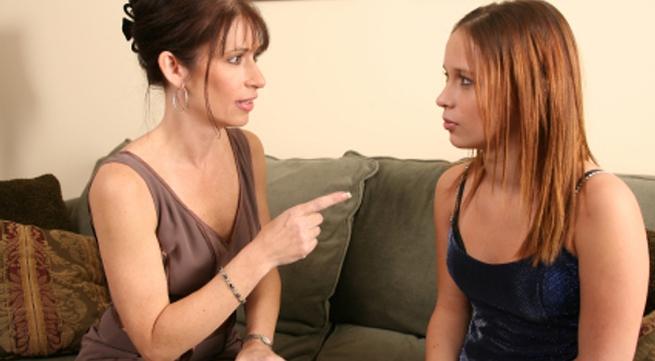 Mẹ đừng phán xét và công kích khi con gái nói sự thật