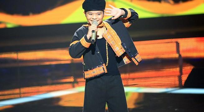 """Giọng hát Việt nhí: Quang Anh """"xô đổ"""" tượng đài Tùng Dương"""