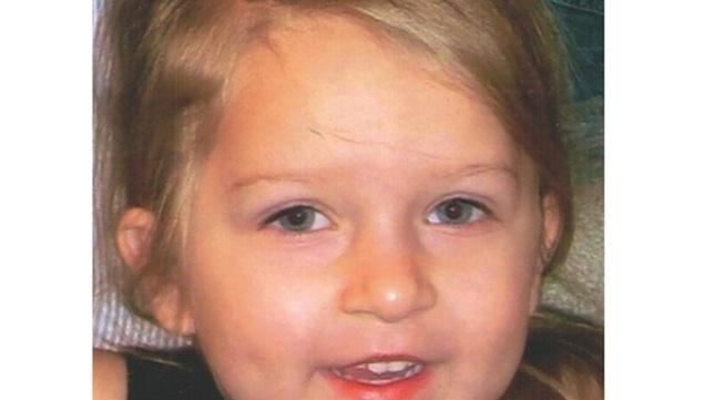 Bố và mẹ kế hầu tòa vì phạt con gái 5 tuổi uống 2 lít soda đến chết