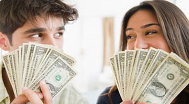 Miệt mài đếm tiền đêm tân hôn