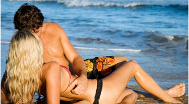 Bị bắt vì thản nhiên ân ái giữa bãi biển