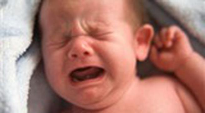Đau lòng bé 5 tháng bị bố mẹ ném chết