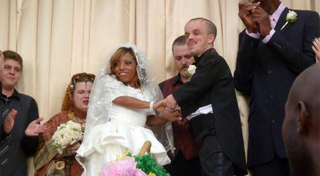 Đám cưới lạ lùng của cặp đôi tí hon