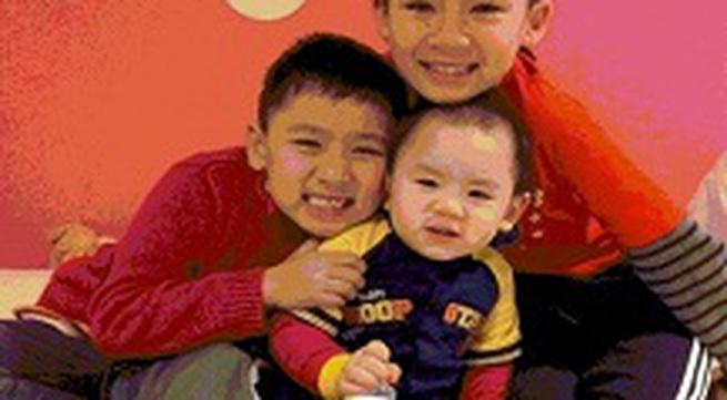 Hình ảnh đáng yêu 3 con trai nhà Bằng Kiều