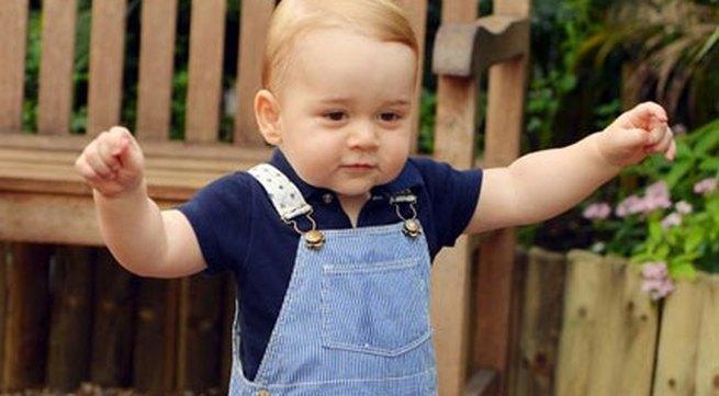 Lộ ảnh Hoàng tử bé nước Anh biết đi