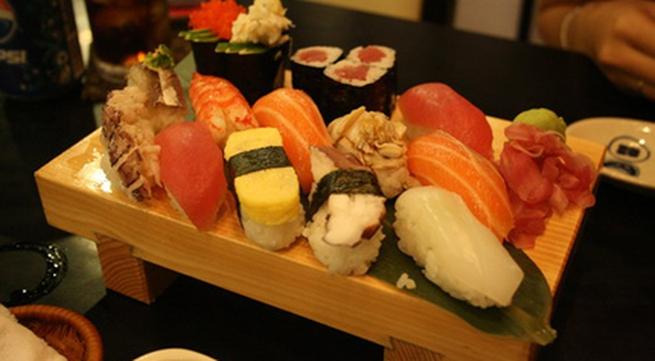 Cách làm sushi tôm và cá hồi ngon hảo hạng tại nhà