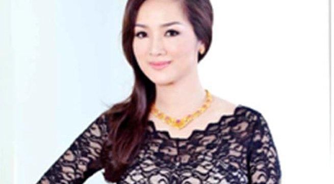Ngắm nhìn Hoa hậu Giáng My toả sáng cùng sen vàng