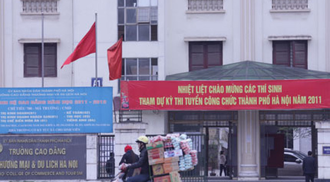 """Tuyển công chức Hà Nội: Hộ khẩu Thủ đô cho """"đỡ phức tạp"""""""