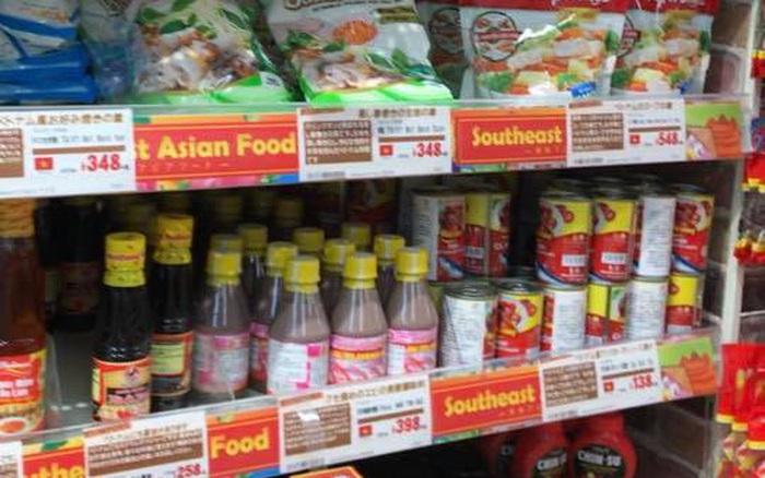 """Mắm tôm xuất hiện """"sừng sững"""" trong cửa hàng bán lẻ hàng đầu của Nhật với giá bán bất ngờ, đi kèm là hàng..."""