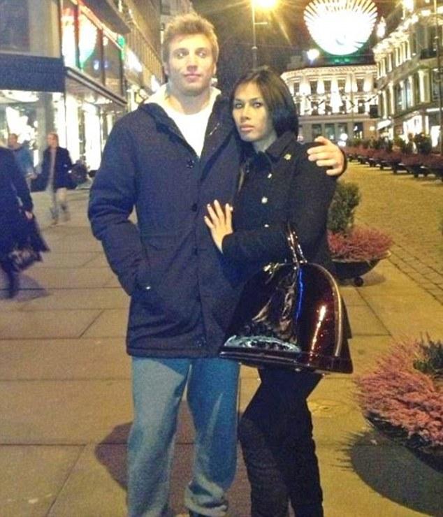 Volke và người vợ chuyển giới bị anh ta giết, nấu và ăn thịt
