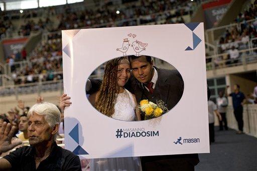 Hôn lễ có sự trình diễn của ngôi sao samba Dudu Nobre.