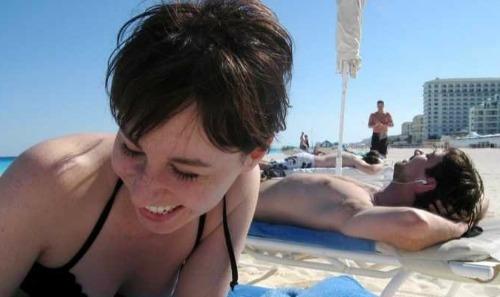 happy-beach-2-7696-1413864682.jpg