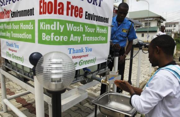 Senegal và Nigeria áp dụng các biện pháp nghiêm ngặt để khống chế Ebola. Ảnh: BusinessInsider, Reuters