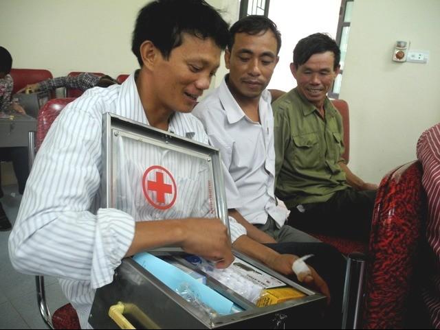 Niềm vui của ngư dân Nghệ An khi đón nhận tủ thuốc y tế
