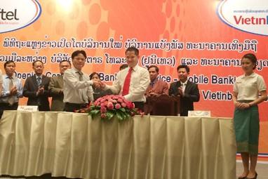 VietinBank chi nhánh Lào và Unitel ký hợp đồng phát triển dịch vụ BankPlus tại Lào.