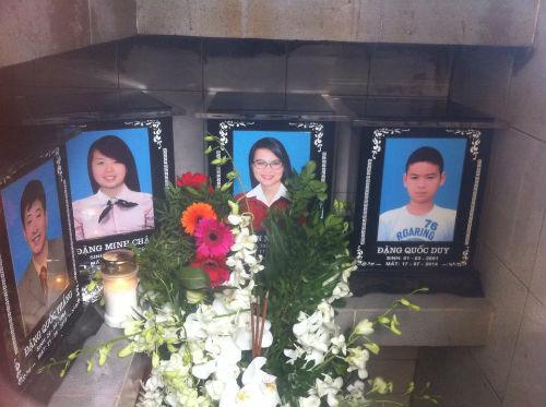 Di ảnh và tro cốt gia đình chị Nguyễn Ngọc Minh cùng chồng và các con