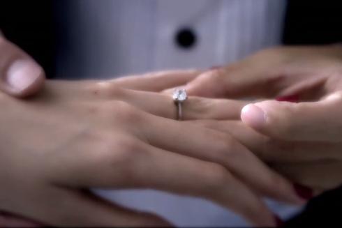 Công Vinh trao nhẫn cưới cho Công Vinh