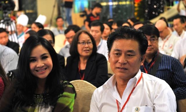 Xong nhiệm vụ làm... giám khảo, ca sĩ Thanh Lam không quên... làm duyên trước ống kính
