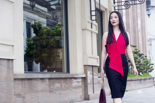 Những khối màu đơn sắc, kiểu dáng váy áo ovesized với đường cắt may tinh tế là điểm nhấn ấn tượng trong bộ sưu tập thời trang thu đông của nhà thiết kế Phương My.