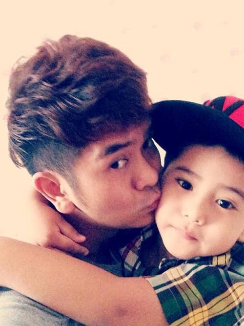 Hùng Thuận và con trai.