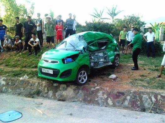 Hiện trường vụ tai nạn, khiến tài xế chiếc taxi tử vong tại chỗ