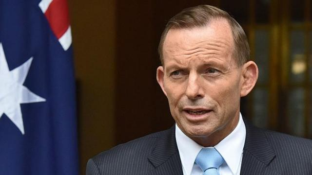 """Từ Úc, Thủ tướng Tony Abbott phát biểu: Châu Á – Thái Bình Dương mang nợ ông Lý Quang Diệu rất nhiều. """"Hôm nay, chúng ta tưởng nhớ sự ra đi của một nhân vật vĩ đại trong khu vực... 50 năm trước, ông Lý Quang Diệu đã đưa một đất nước đầy tổn thương đến độc lập. Ngày nay, nhờ vào tầm nhìn và sự kiên định của ông, Singapore là một trong những đất nước thành công nhất thế giới"""". Ảnh: Straitstimes"""
