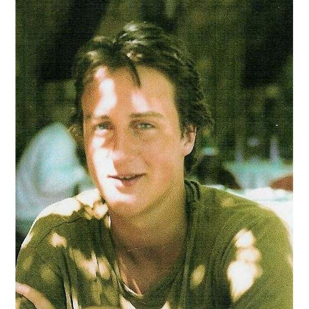 Cameron tốt nghiệp năm 1988 với bằng danh dự hạng nhất trong triết học, chính trị và kinh tế