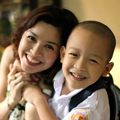 Phan Hòa và con trai