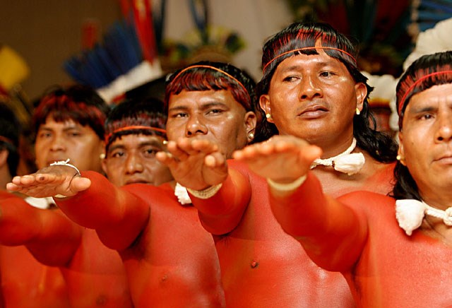 Kham pha bo toc tho dan khoa than 100% o rung Amazon