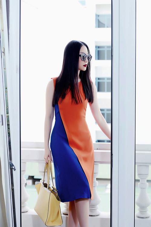 Bộ ảnh được thực hiện với sự hỗ trợ của Photographer: Tô Thanh Tân; Make-Up, Hair: Huyen HP.