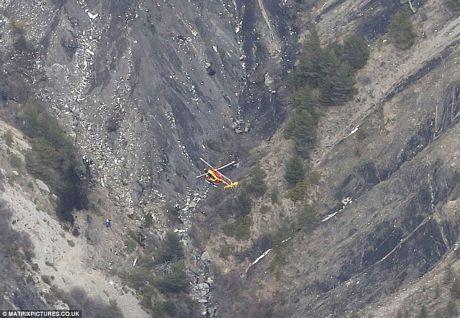 Lực lượng cứu hộ phải sử dụng trực thăng để tiếp cận hiện trường.