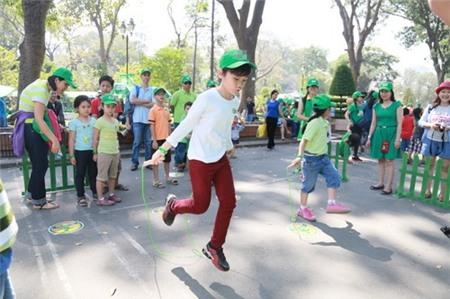 Kim Hiền hạnh phúc khoe bụng bầu 3 tháng bên chồng con - 5