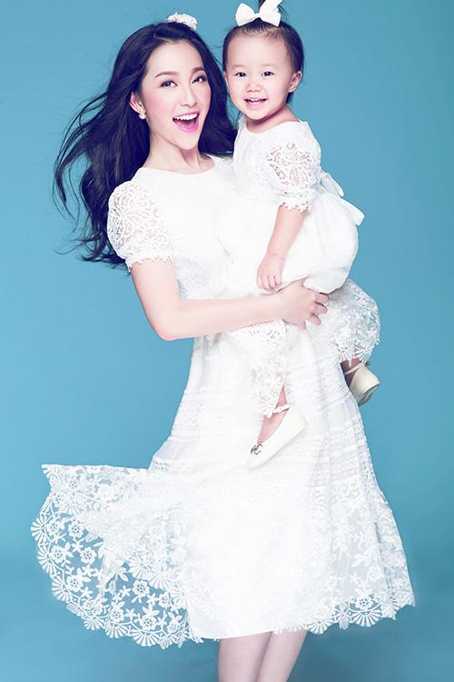 [CaptionCon gái của Linh Nga tên là Nguyễn Khánh Linh Linh nhưng vẫn thường được gọi là bé Luna.