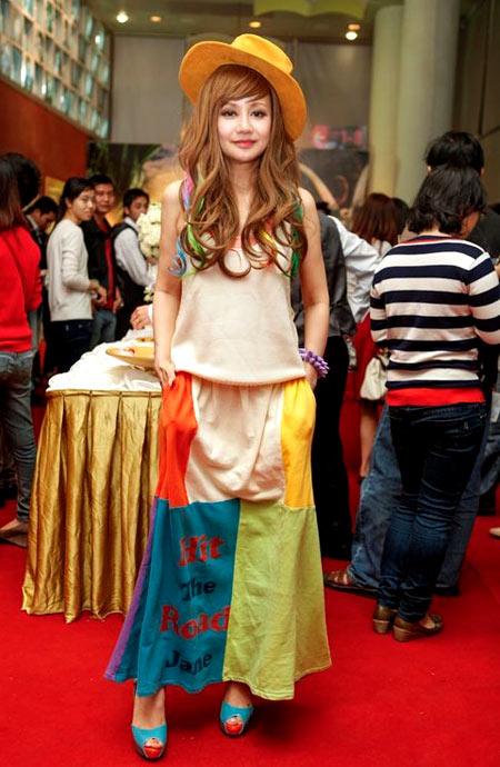 Choáng với thời trang không giống ai của 3 MC Việt