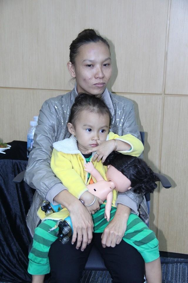 Thương Tín thường gọi cô gái trẻ là mẹ của con gái tôi.