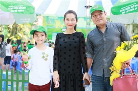 Kim Hiền hạnh phúc khoe bụng bầu 3 tháng bên chồng con - 9