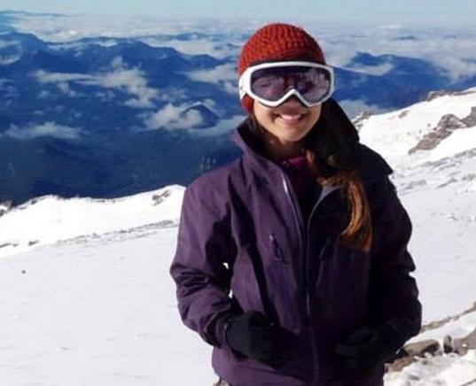 Eve Girawong, nhân viên y tế của nhóm leo núi Madison có trụ sở tại thành phố Seattle (Mỹ). Ảnh: CNN