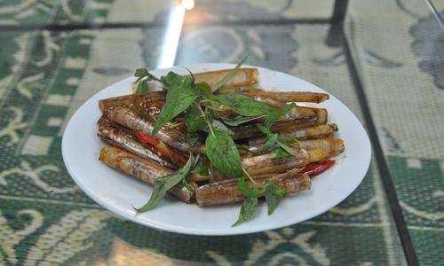 Ngoài món ốc theo hương vị truyền thống của người Hà Nội. Tửu quán mang tới cho các thực khách những món ốc xào được chế biến theo đúng cách thức Sài gòn nhưng được gia giảm lại gia vị cho phù hợp với khẩu vị người ăn.