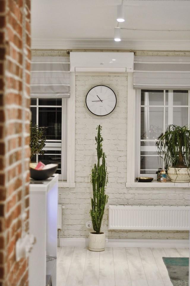 Căn hộ thông thoáng nhờ có nhiều cửa sổ và bài trí nội thất một cách hợp lý