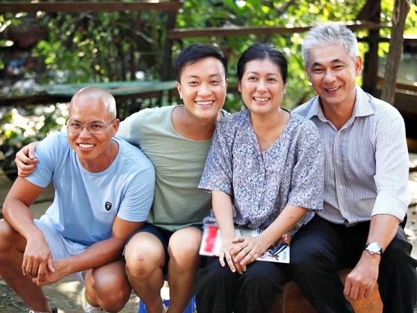 Với khán giả trẻ, ông được yêu thích khi hai lần đảm nhận vai cha của Lương Mạnh Hải trong phim Bỗng dưng muốn khóc và Vừa đi vừa khóc. Bên cạnh công việc đóng việc, Nguyễn Văn Tùng vẫn gắn bó với nghề vệ sĩ, hiện ông đang là giám đốc điều hành công ty với hơn 2.500 nhân viên.