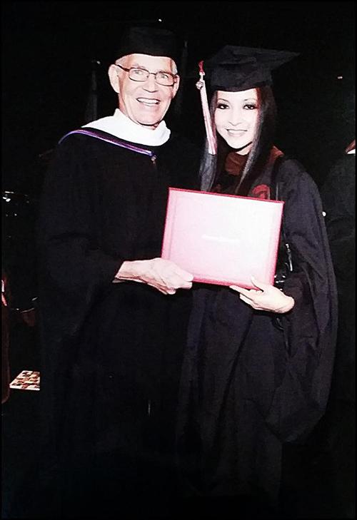 Giữa năm 2014, cô đã lấy được tấm bằng thạc sĩ.