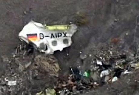 Một số mảnh vỡ lớn của máy bay được tìm thấy.