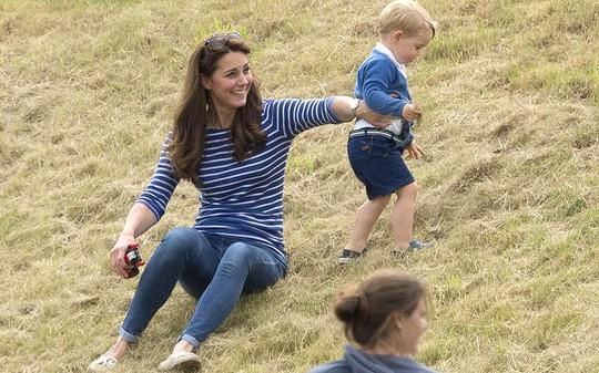 Công nương Kate và Hoàng tử bé George. Ảnh: